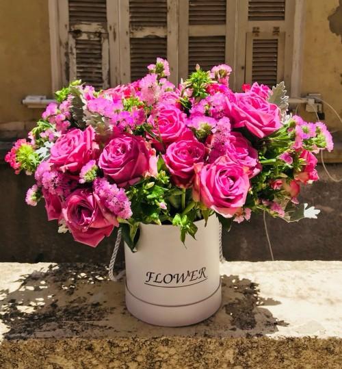 ורדים וליזיאנטוס בקופסה