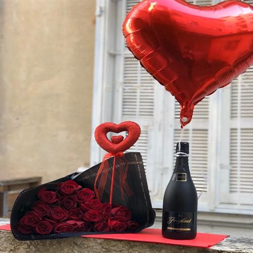 ורדים באהבה עם שמפניה