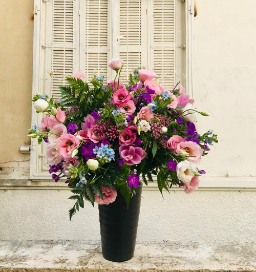 זר פרחים סגול ורוד