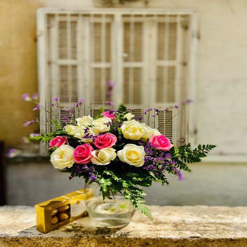 ורדים צבעונים ושוקולד